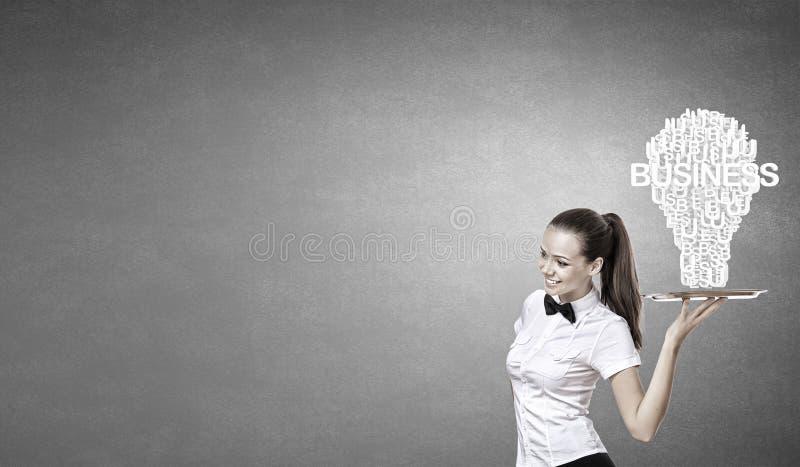 Γυναίκα που παρουσιάζει την ιδέα στοκ εικόνες με δικαίωμα ελεύθερης χρήσης