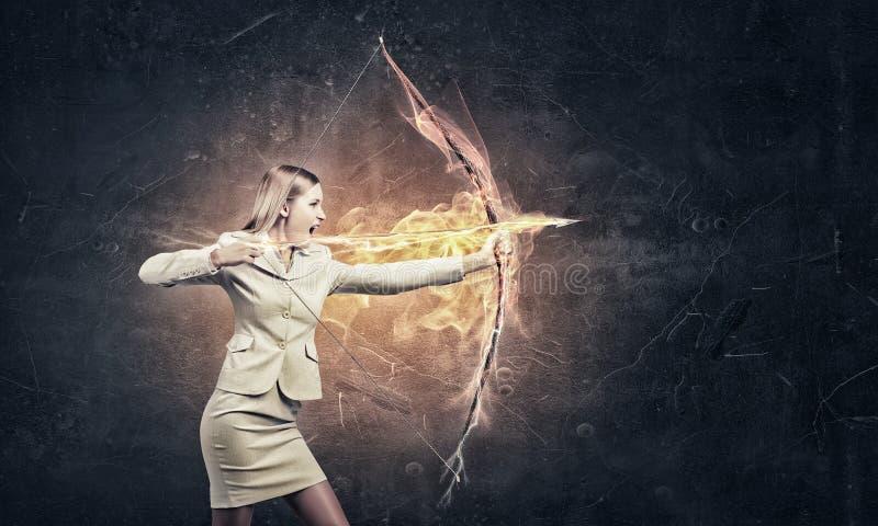 Γυναίκα που στοχεύει το στόχο της στοκ εικόνες