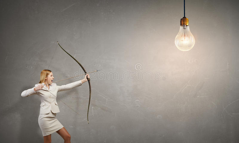 Γυναίκα που στοχεύει το στόχο της στοκ εικόνα με δικαίωμα ελεύθερης χρήσης