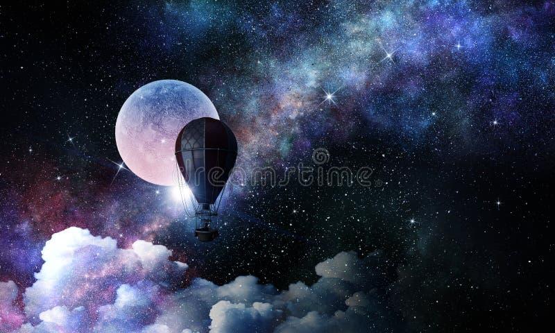 Γυναίκα που ταξιδεύει στο αερόστατο Μικτά μέσα στοκ εικόνα με δικαίωμα ελεύθερης χρήσης