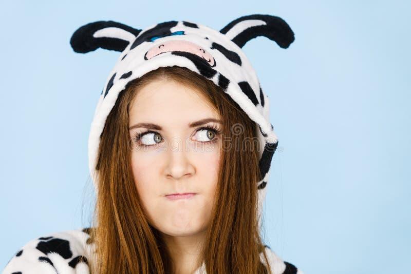 Γυναίκα που φοράη την έκφραση κινούμενων σχεδίων πυτζαμών στοκ εικόνες με δικαίωμα ελεύθερης χρήσης