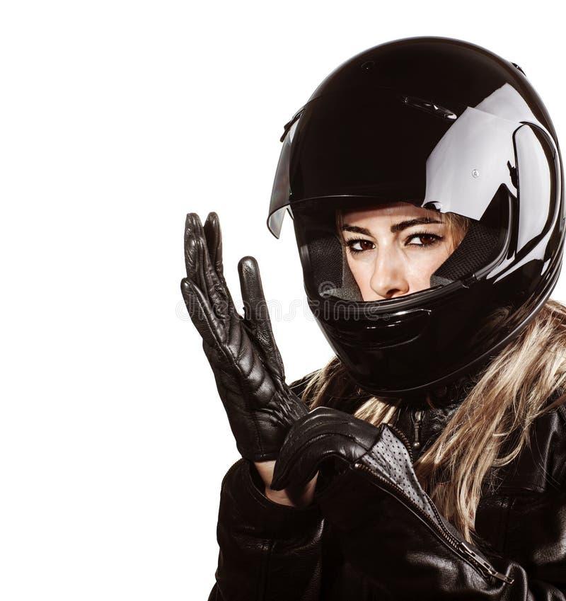 Γυναίκα που φορά motorsport την εξάρτηση στοκ εικόνες