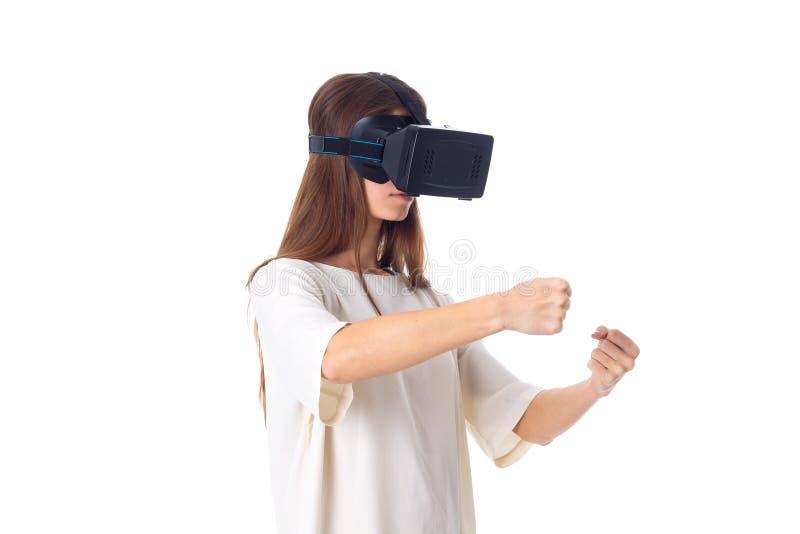 Γυναίκα που χρησιμοποιεί τα γυαλιά VR στοκ εικόνες