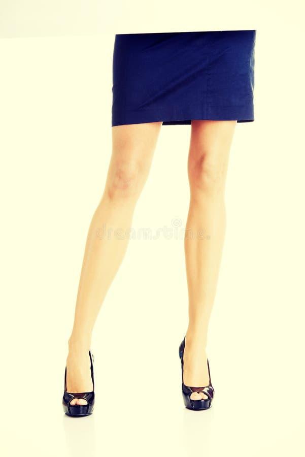 γυναίκα ποδιών s γυναίκα 2 επιχειρήσεων Πουκάμισο στοκ φωτογραφία με δικαίωμα ελεύθερης χρήσης