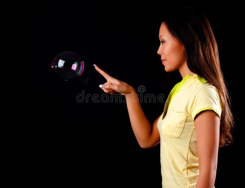 γυναίκα σαπουνιών φυσα&lambda στοκ φωτογραφίες με δικαίωμα ελεύθερης χρήσης
