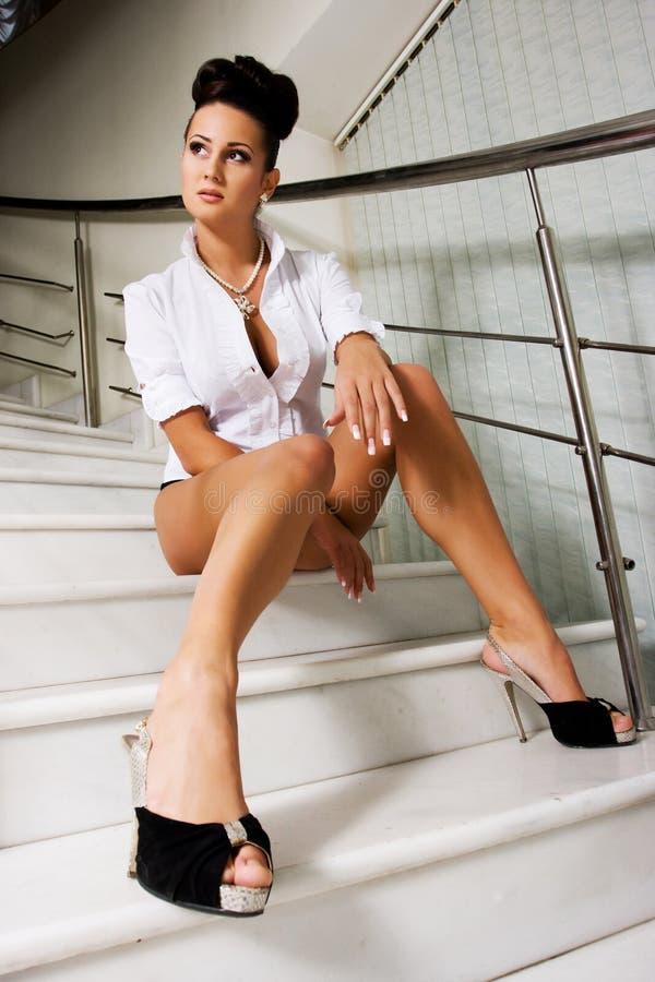 γυναίκα σκαλοπατιών στοκ φωτογραφία με δικαίωμα ελεύθερης χρήσης