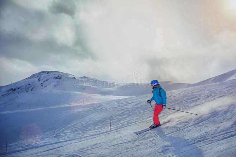 γυναίκα σκι στοκ φωτογραφία με δικαίωμα ελεύθερης χρήσης