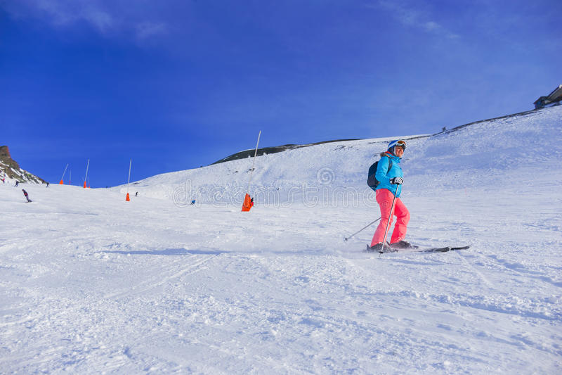 γυναίκα σκι στοκ φωτογραφία