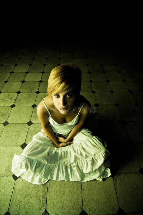 γυναίκα σκοταδιού στοκ εικόνες