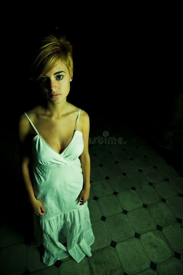 γυναίκα σκοταδιού στοκ φωτογραφίες