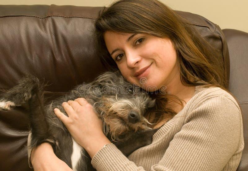 γυναίκα σκυλιών στοκ εικόνες με δικαίωμα ελεύθερης χρήσης