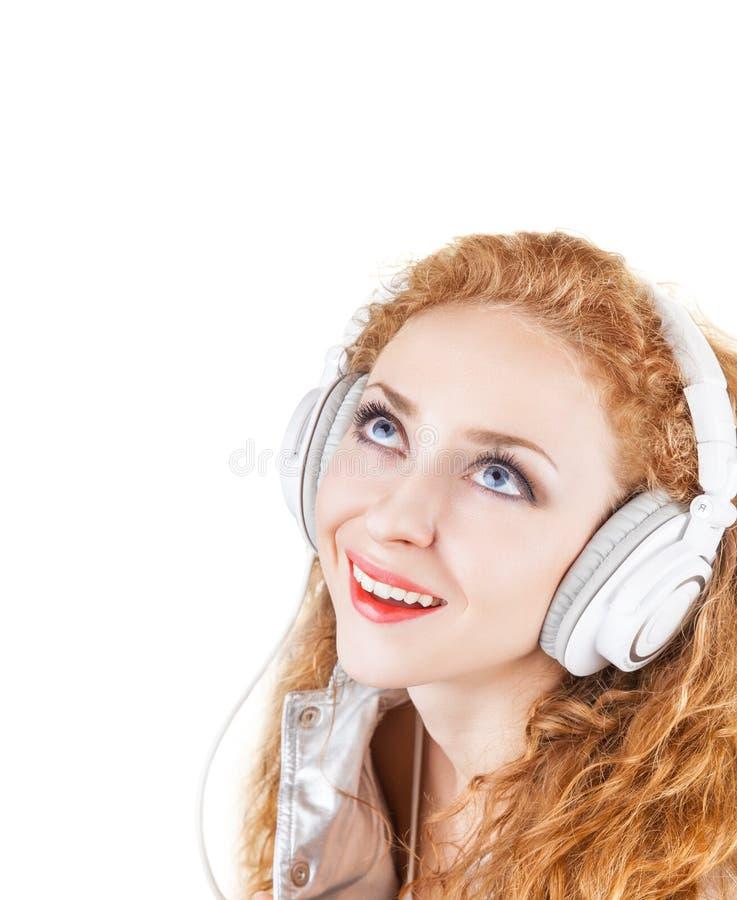 Γυναίκα στα ακουστικά στοκ εικόνα