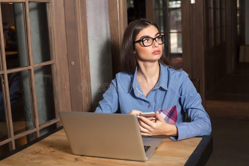 Γυναίκα στα γυαλιά στοκ εικόνα