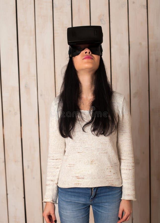 Γυναίκα στα γυαλιά VR στοκ φωτογραφία