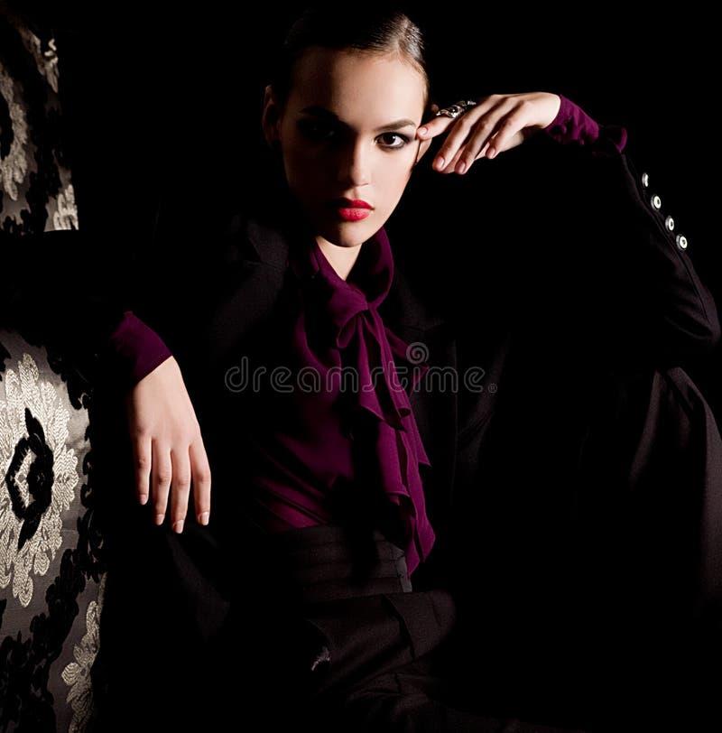 Γυναίκα στα ενδύματα μόδας στοκ εικόνα