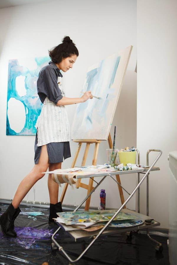 Γυναίκα στην έννοια του επαγγέλματος πνευματικών υγειών θεραπείας τεχνών στοκ εικόνα με δικαίωμα ελεύθερης χρήσης