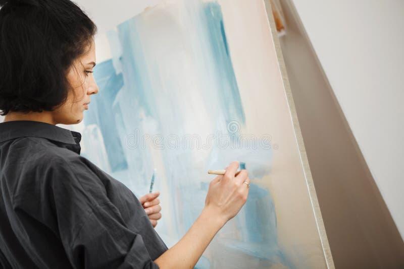 Γυναίκα στην έννοια του επαγγέλματος πνευματικών υγειών θεραπείας τεχνών στοκ εικόνες