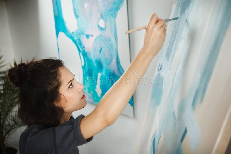 Γυναίκα στην έννοια του επαγγέλματος πνευματικών υγειών θεραπείας τεχνών στοκ φωτογραφία