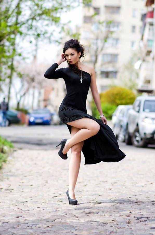 Γυναίκα στην πόλη στοκ φωτογραφία με δικαίωμα ελεύθερης χρήσης