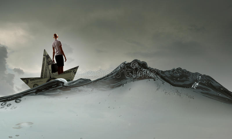 Γυναίκα στη βάρκα δολαρίων στοκ φωτογραφία