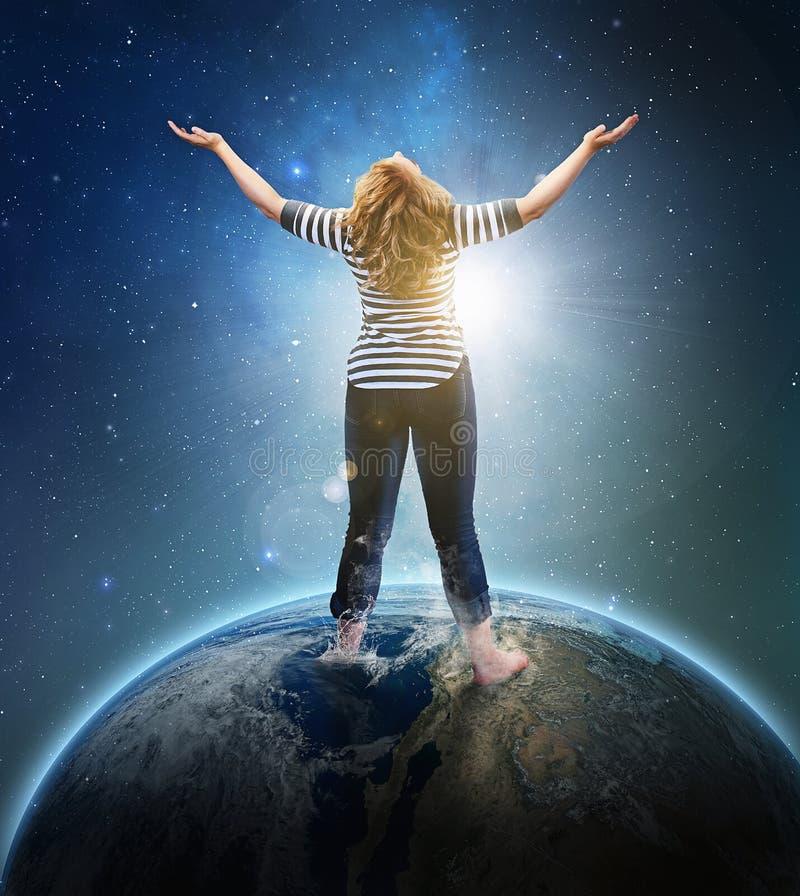 Γυναίκα στη γη. στοκ εικόνα