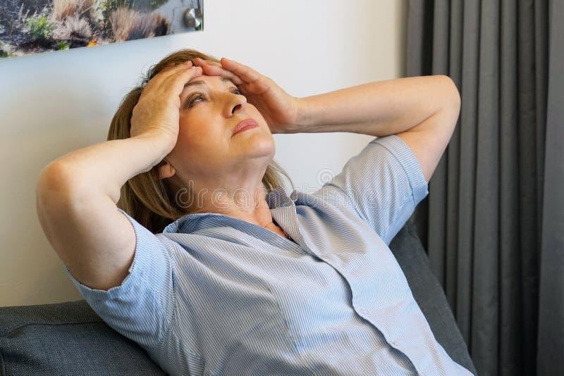 Γυναίκα στη θλίψη στοκ φωτογραφίες