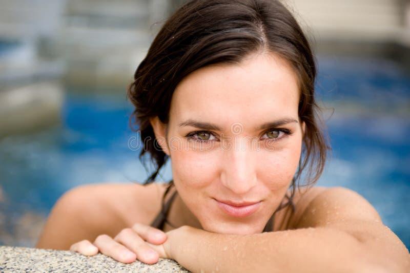 Γυναίκα στη λίμνη στοκ φωτογραφίες με δικαίωμα ελεύθερης χρήσης