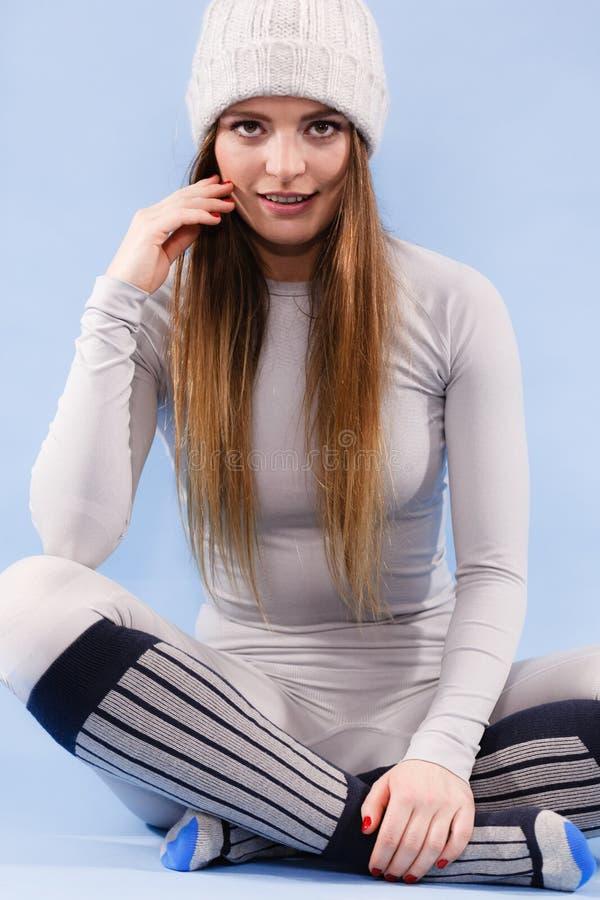 Γυναίκα στις θερμικές περικνημίδες ANG εσώρουχων τοπ στοκ φωτογραφία με δικαίωμα ελεύθερης χρήσης
