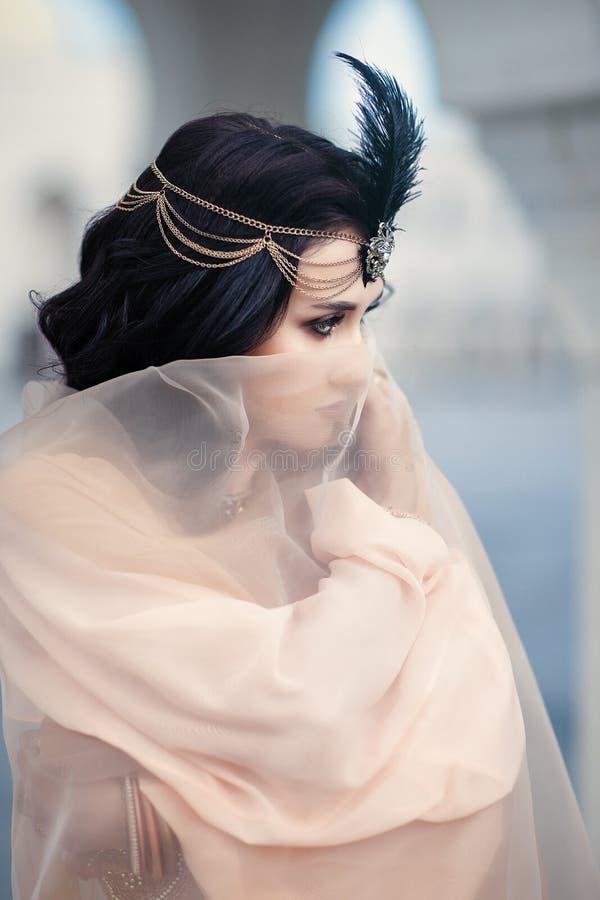 Γυναίκα στο ανατολικό ύφος στοκ φωτογραφίες