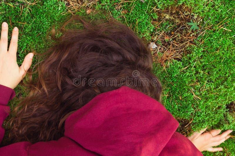 Γυναίκα στο δάσος στοκ φωτογραφίες