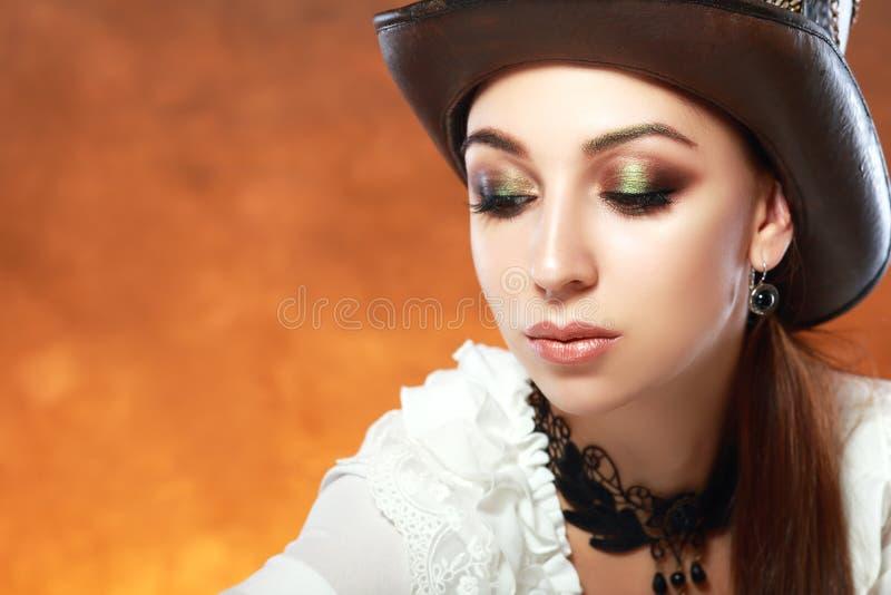 Γυναίκα στο καπέλο δέρματος στοκ εικόνες
