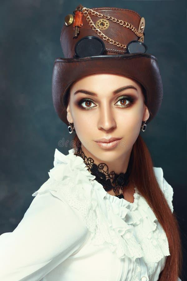 Γυναίκα στο καπέλο steampunk στοκ φωτογραφία με δικαίωμα ελεύθερης χρήσης