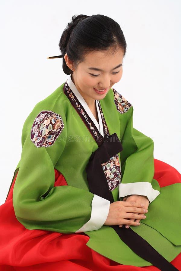 Γυναίκα στο κορεατικό φόρεμα στοκ εικόνα με δικαίωμα ελεύθερης χρήσης