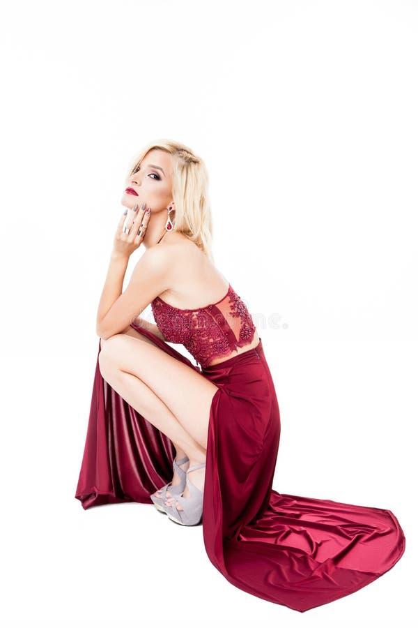 Γυναίκα στο κόκκινο φόρεμα Πορτρέτο στούντιο στοκ εικόνες με δικαίωμα ελεύθερης χρήσης