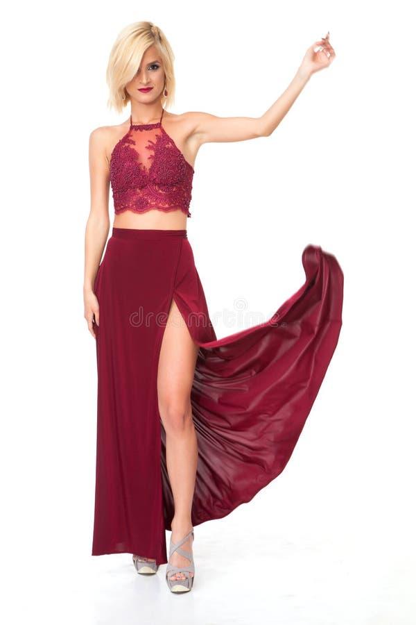 Γυναίκα στο κόκκινο φόρεμα στοκ εικόνες με δικαίωμα ελεύθερης χρήσης