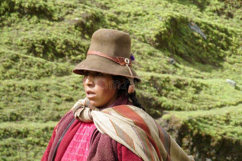 Γυναίκα στο παραδοσιακό βολιβιανό καπέλο στοκ φωτογραφίες