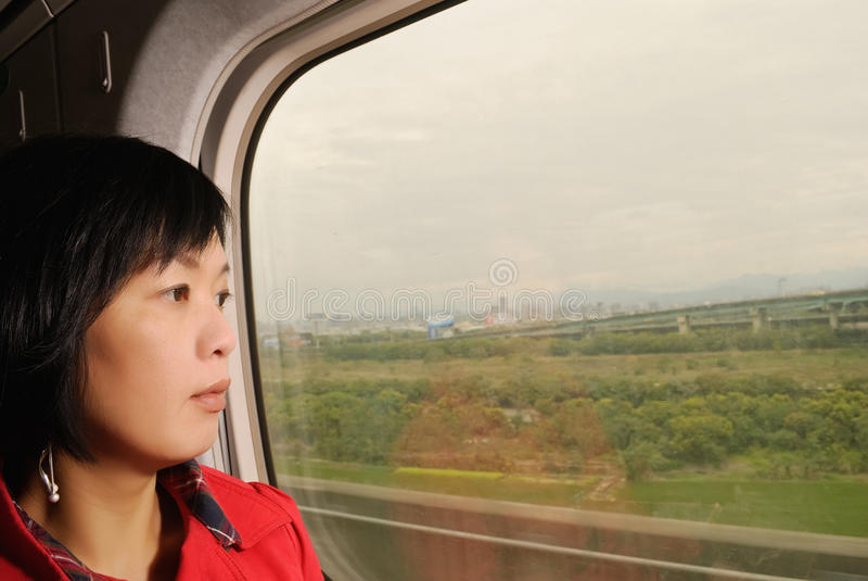 Γυναίκα στο τραίνο στοκ εικόνα