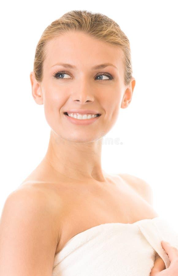 Γυναίκα στο ύφασμα πετσετών, που απομονώνεται στοκ εικόνες