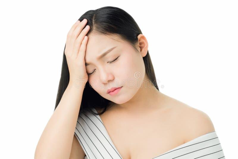 Γυναίκα σχετικά με το κεφάλι για να παρουσιάσει πονοκέφαλό της Οι αιτίες μπορούν να προκληθούν από την πίεση ή την ημικρανία Ή επ στοκ εικόνες με δικαίωμα ελεύθερης χρήσης