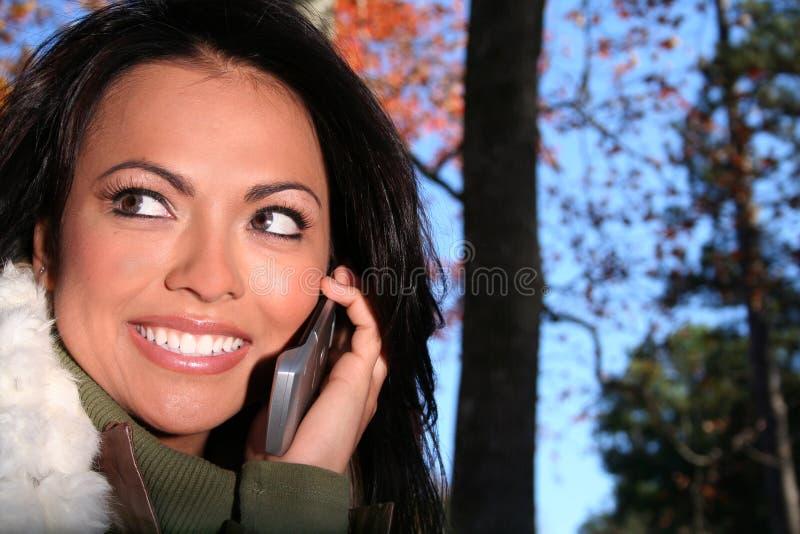 Download γυναίκα τηλεφωνικής σκη&n στοκ εικόνες. εικόνα από κύτταρο - 1543828