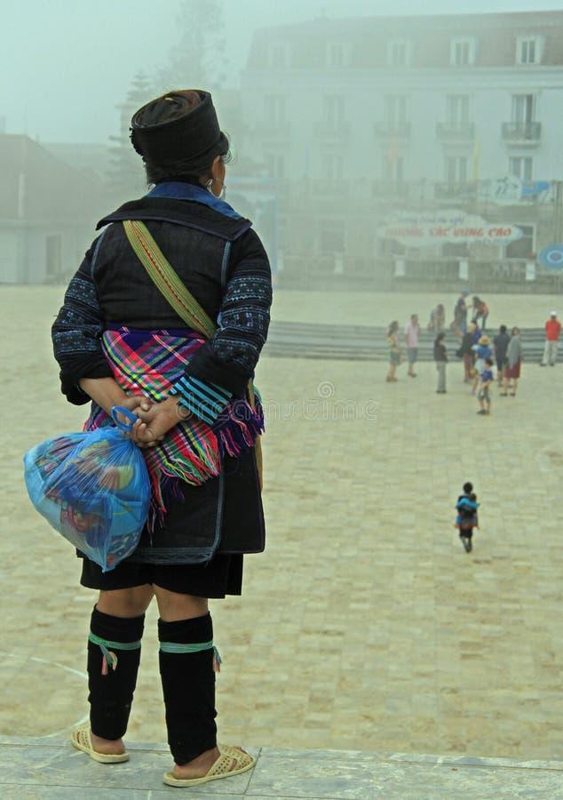 Γυναίκα της εθνικής μειονότητας στο κλίμα στοκ φωτογραφίες