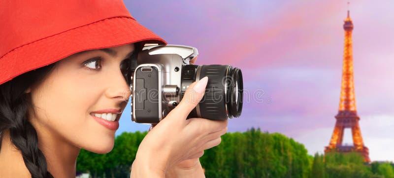 Γυναίκα τουριστών με μια κάμερα. στοκ φωτογραφία