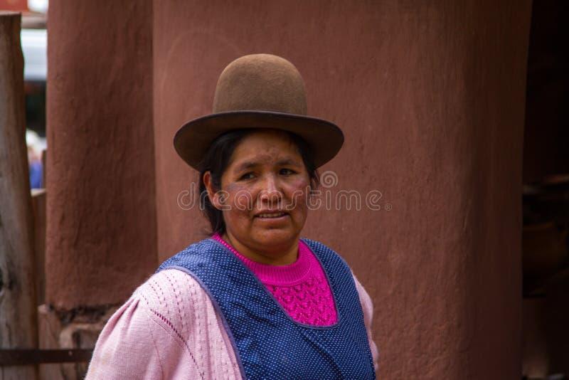 Γυναίκα του Περού σε ένα καπέλο στοκ φωτογραφία