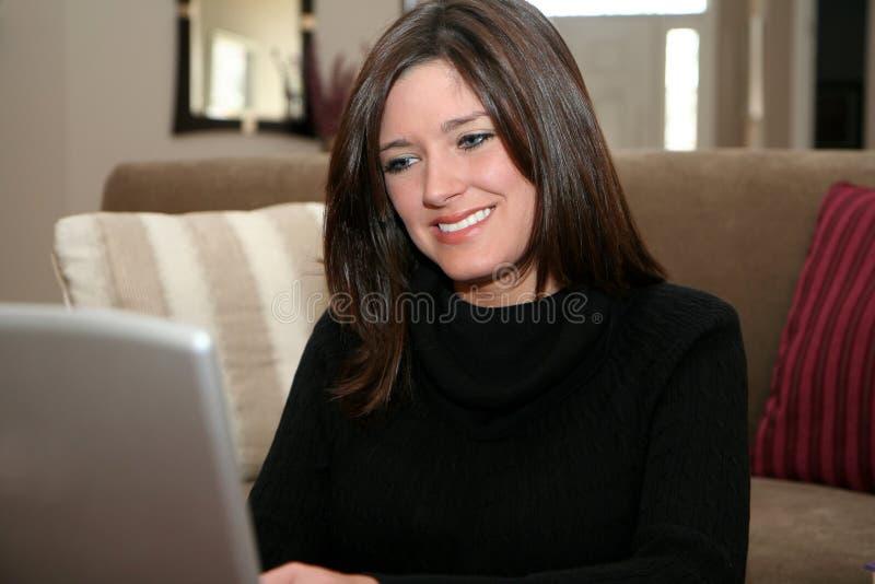 γυναίκα υπολογιστών στοκ φωτογραφία