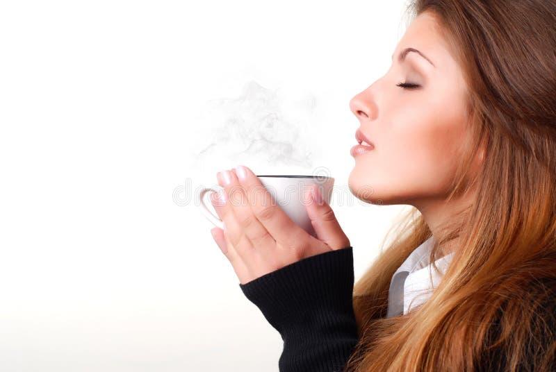 γυναίκα φλυτζανιών καφέ στοκ φωτογραφία με δικαίωμα ελεύθερης χρήσης