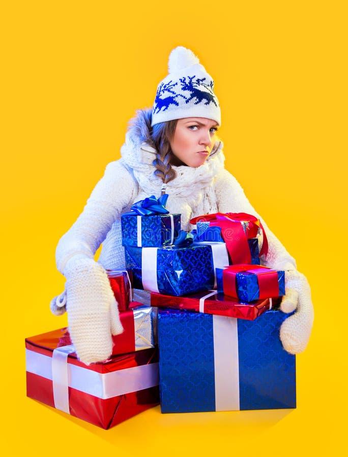 Γυναίκα Χριστουγέννων. Όμορφα νέα έτος και Χριστούγεννα στοκ φωτογραφία