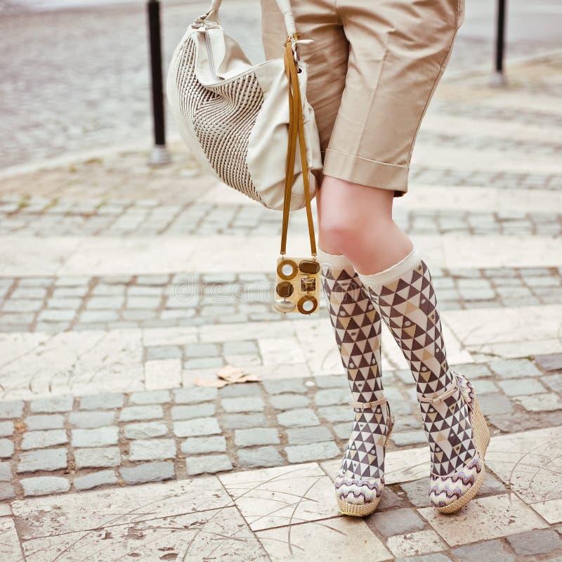γυναίκα ύφους ποδιών s στοκ φωτογραφία με δικαίωμα ελεύθερης χρήσης
