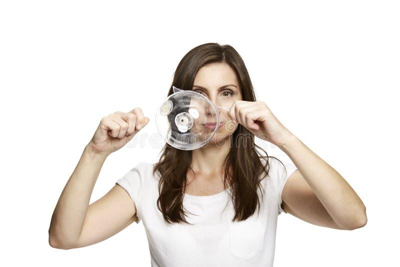 Γυναίκα Brunette που παρουσιάζει τη φυσαλίδα στοκ εικόνες με δικαίωμα ελεύθερης χρήσης