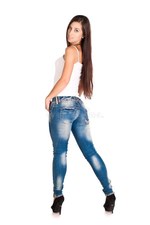 Γυναίκα Brunette στην άσπρα μπλούζα και το τζιν παντελόνι στοκ εικόνες