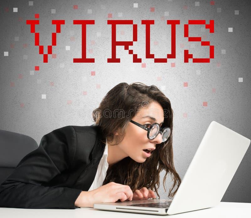 Γυναίκα Geek και χάκερ στοκ φωτογραφίες